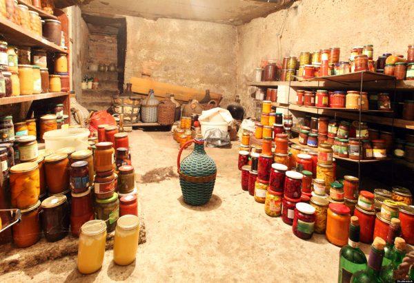 Хранение продуктов в подвале дома